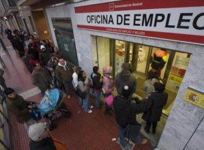 Cola_oficina_empleo_Torrejon_Ardoz