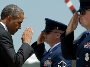obama_air_force_salute_AP